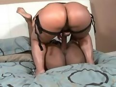 Hot lesbian licks out her girlfrind